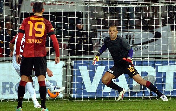 Felipe Melo defende penalti